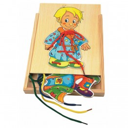 Боб - момче с дрешки за шиене