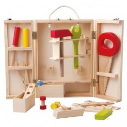 Инструменти в дървена кутия