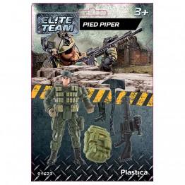 Елитен отряд - Войник с брадва и пистолет