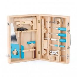 Метални инструменти в дървен куфар