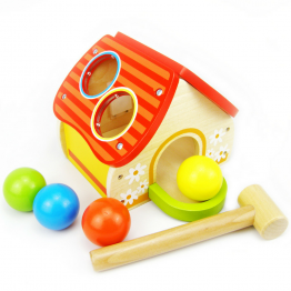 Дървена къща в чукче и топки